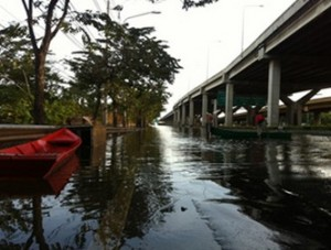 ชาวดอนเมืองเดือดปิดถนน